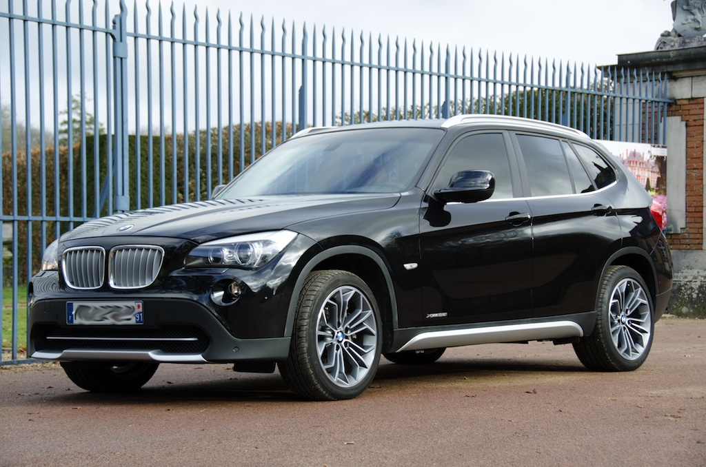 bmw x1 28i luxe la version 6 cylindres visite panoramique en 360. Black Bedroom Furniture Sets. Home Design Ideas