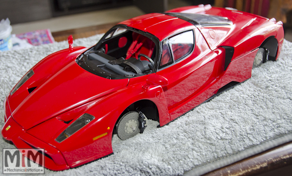 Montage Ferrari Enzo 1:10 Altaya - étape 9k