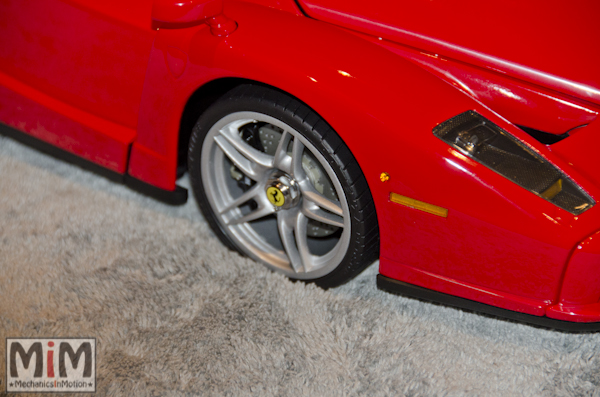 Montage Ferrari Enzo 1:10 Altaya - étape 10e