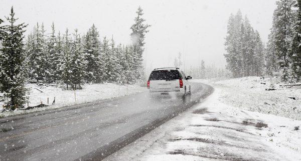 Comment bien préparer sa voiture pour aller au ski ?